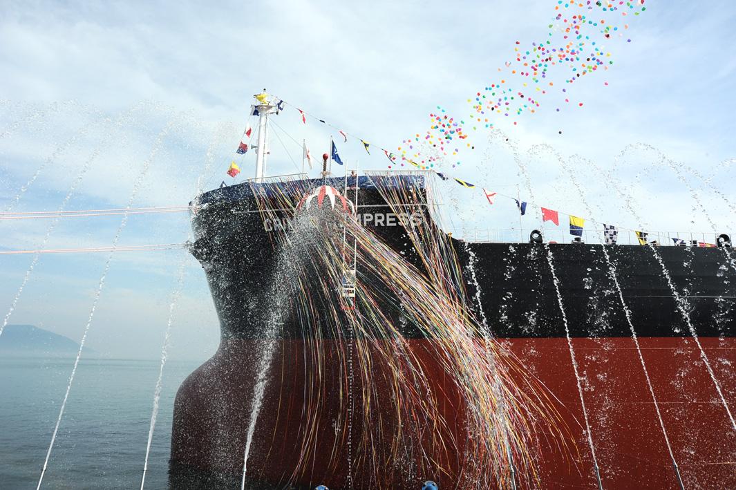 """常石造船集团公司的多度津造船,建成、交付了""""卡姆萨型散装货物船""""系列船的第185艘船舶"""