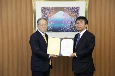常石造船获得HSE管理体系认证  ― 常石造船是日本企业中首家获得该认证书的企业  ―