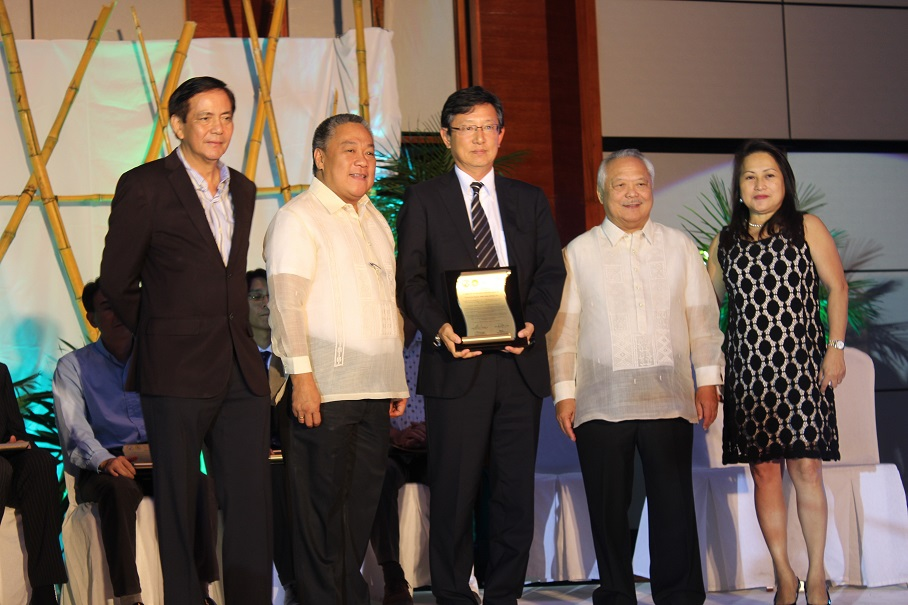 TSUNEISHI HEAVY INDUSTRIES (CEBU), Inc. was awarded with the Highest Distinction~A TRIBUTE TO CEBU'S BUSINESS AND INVESTORS
