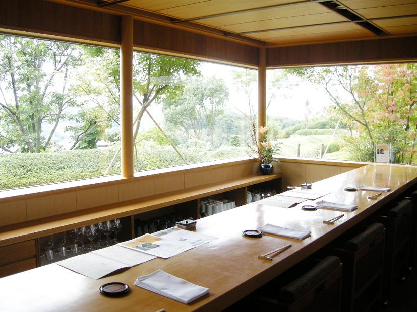 瀬戸内海の景色を眺められるカウンター