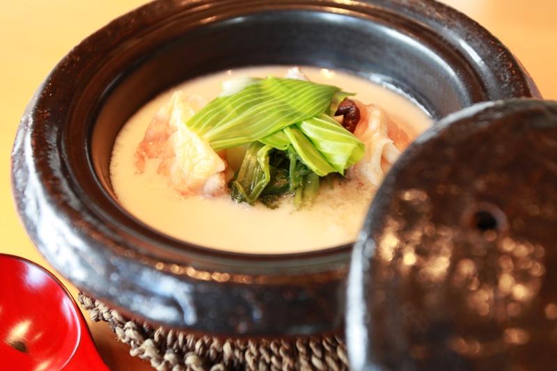 緑豊かな瀬戸内の高台に建つ─季節野菜を堪能できる和会席なら、ベラビスタ境ガ浜の日本料理「双忘」ディナー