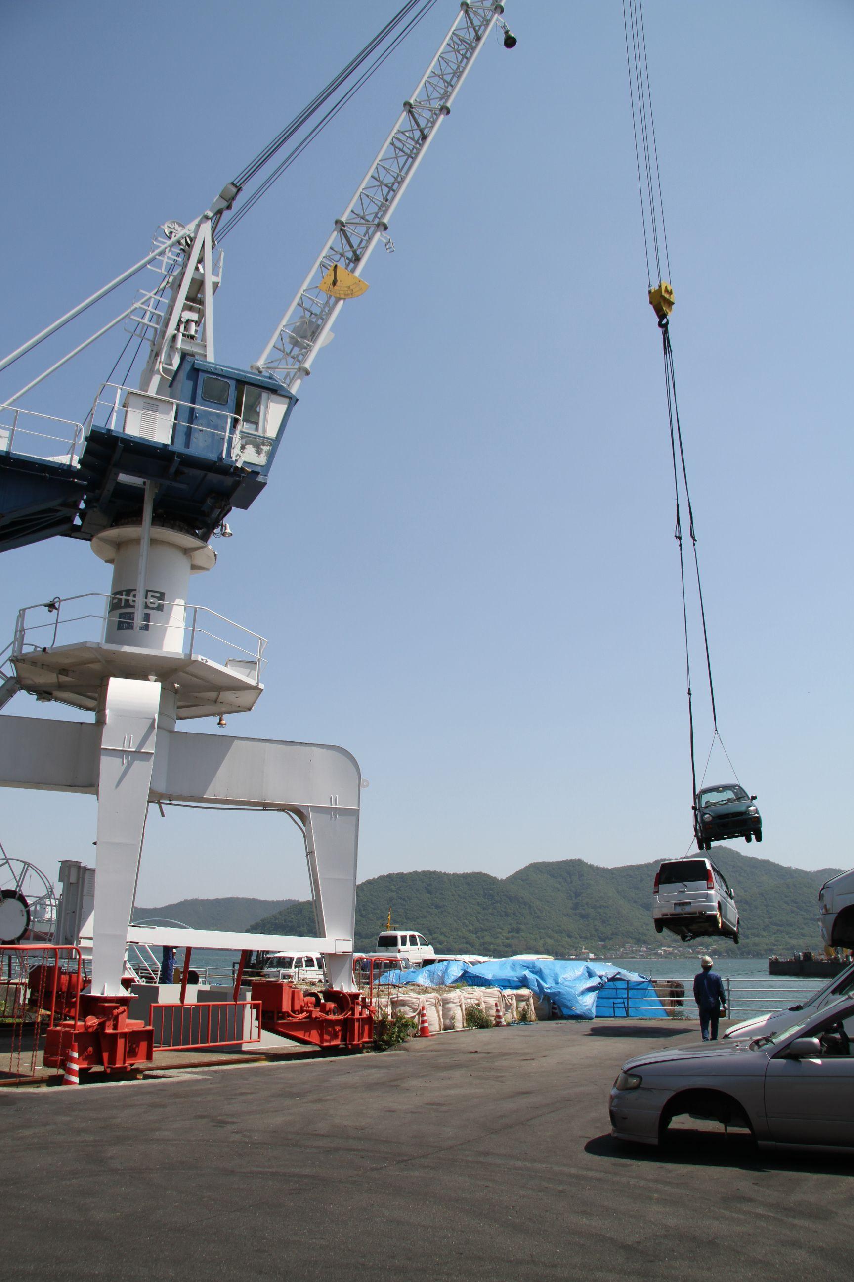 使用済み自動車回収/海上輸送で瀬戸内海の環境を守る ツネイシCバリューズの離島支援活動~今年で11回目、累計624台に