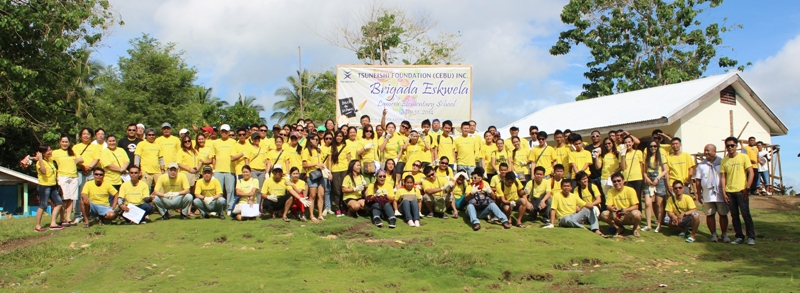 ツネイシセブ財団が地元小学校で校舎補修の支援活動