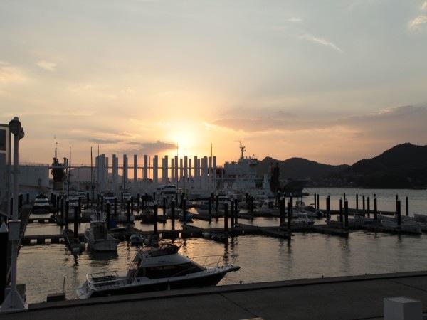 マリーナから望む美しい夕日