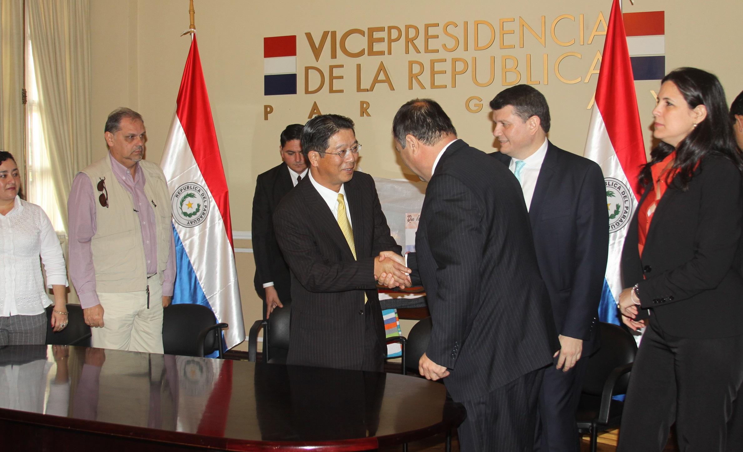 南米の常石グループ、ASTILLERO TSUNEISHI PARAGUAY S.A. パラグアイ洪水被災地に2,250枚の毛布提供