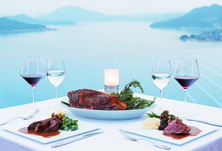 1日6組限定・予約受付中!瀬戸内海の美しい大パノラマを望むプールサイド・ステーキディナー