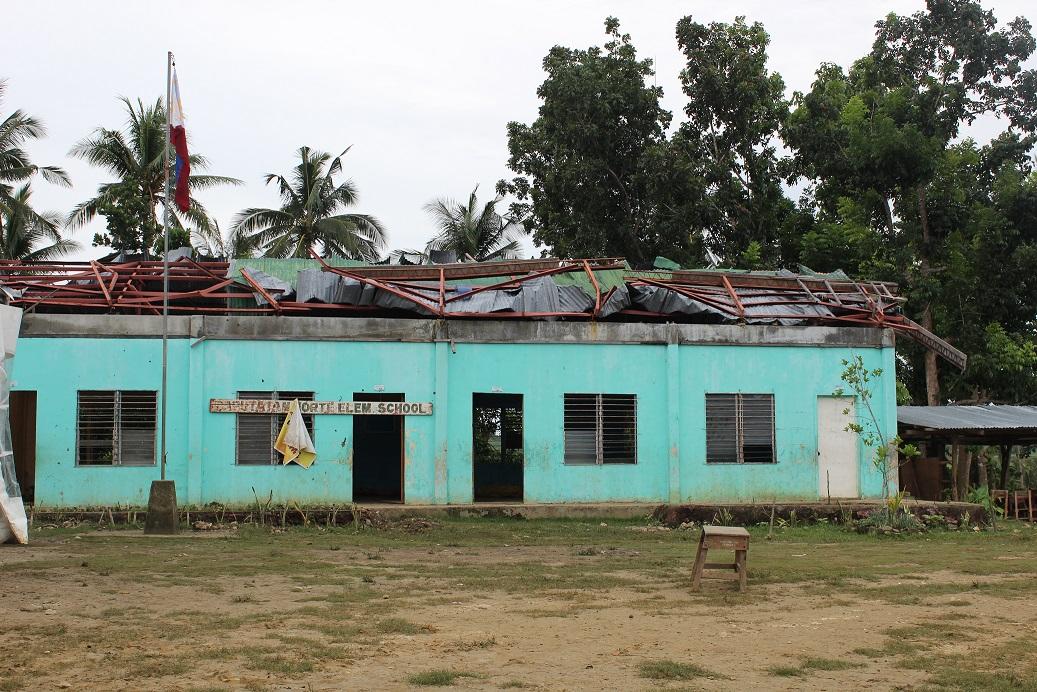 補修する校舎