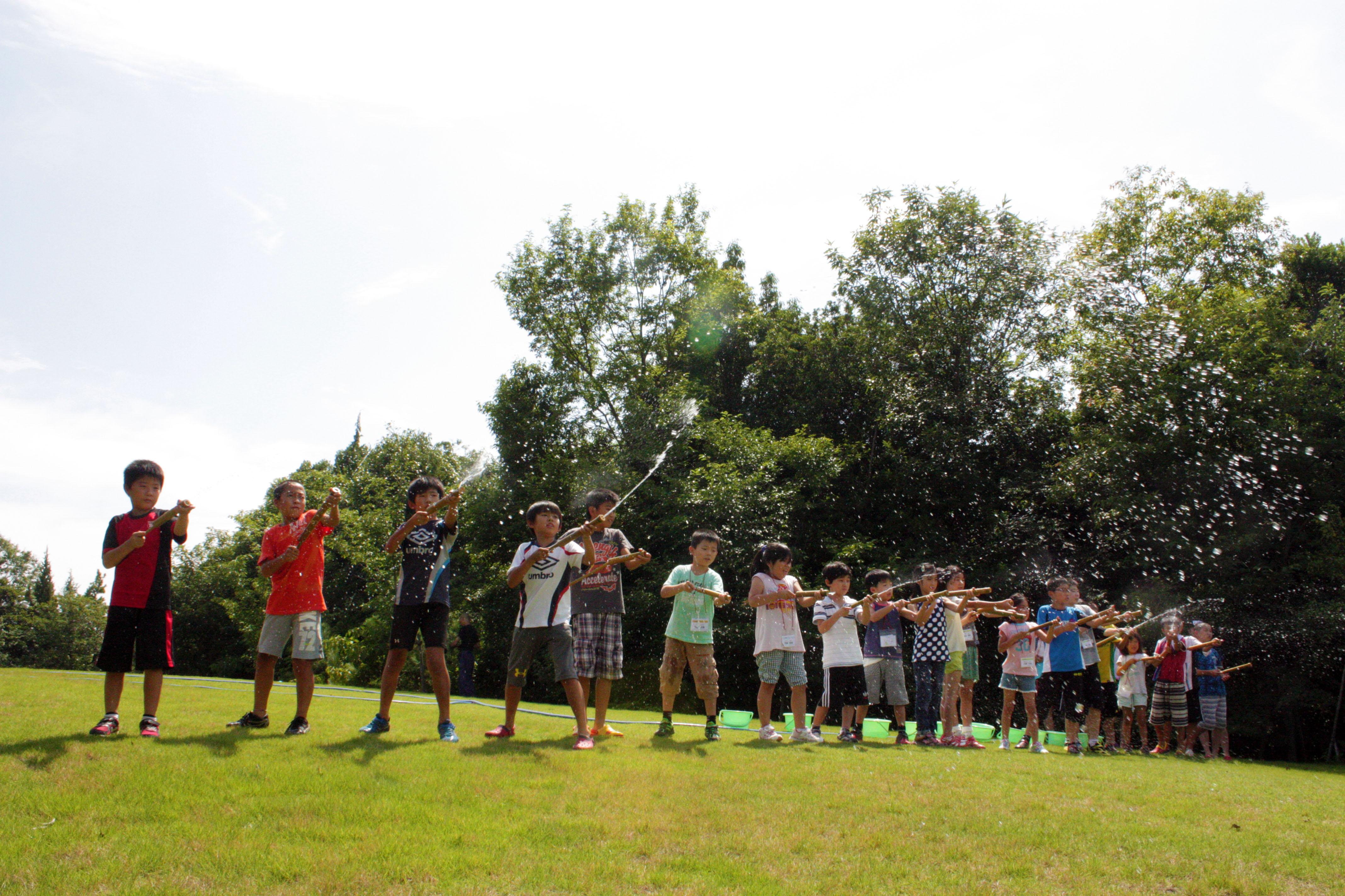 自然と向き合う生活体験「みろくの里サマースクール」に82人参加~ツネイシみらい財団