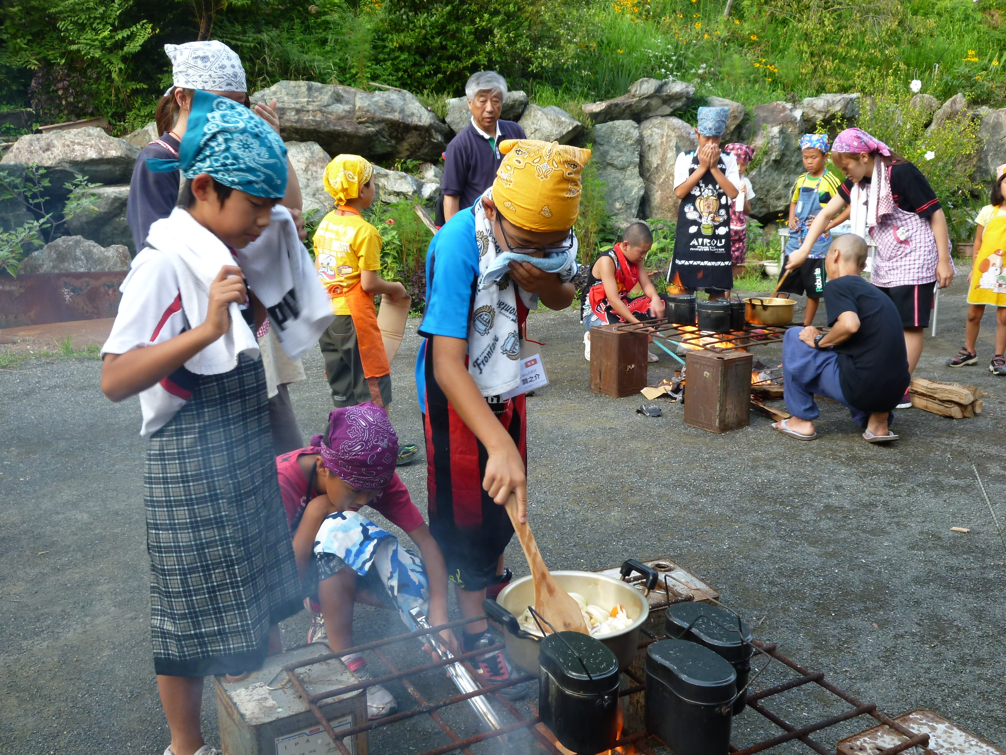 飯ごう炊さん体験 収穫した野菜をつかって夕食作り