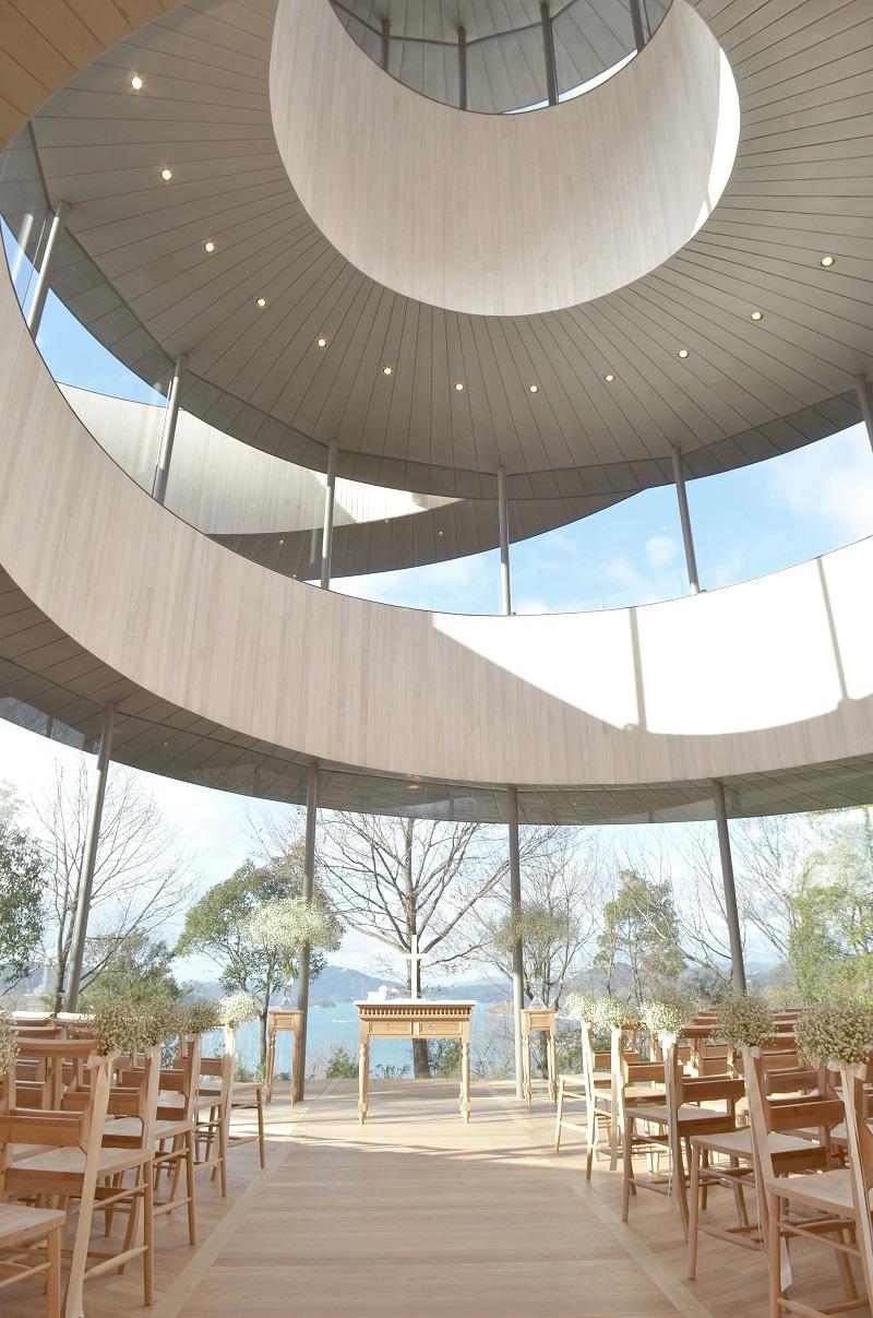 世界初の二重らせん構造のRibbon Chapel(リボンチャペル)─JCDデザインアワード2014大賞受賞、ベラビスタ境ガ浜が叶える夢のようなリゾートウェディング