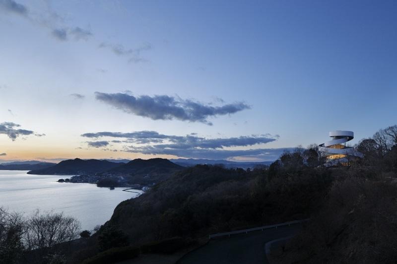 RibbonChapel と瀬戸内海の多島美