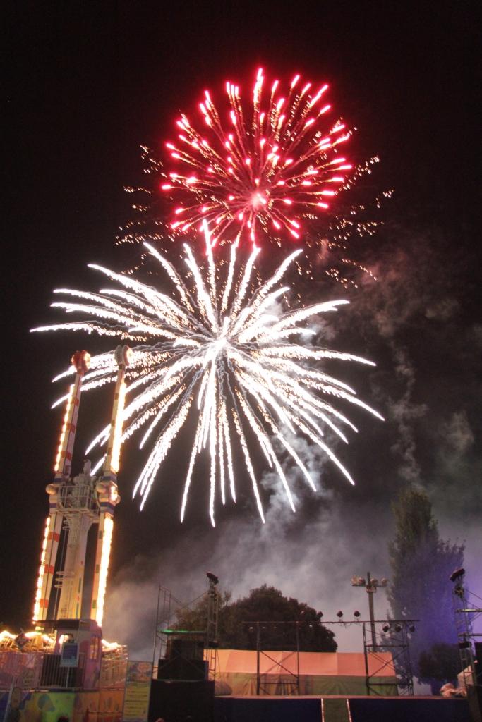 昨年のツネイシフェスティバルでの打ち上げ花火の様子