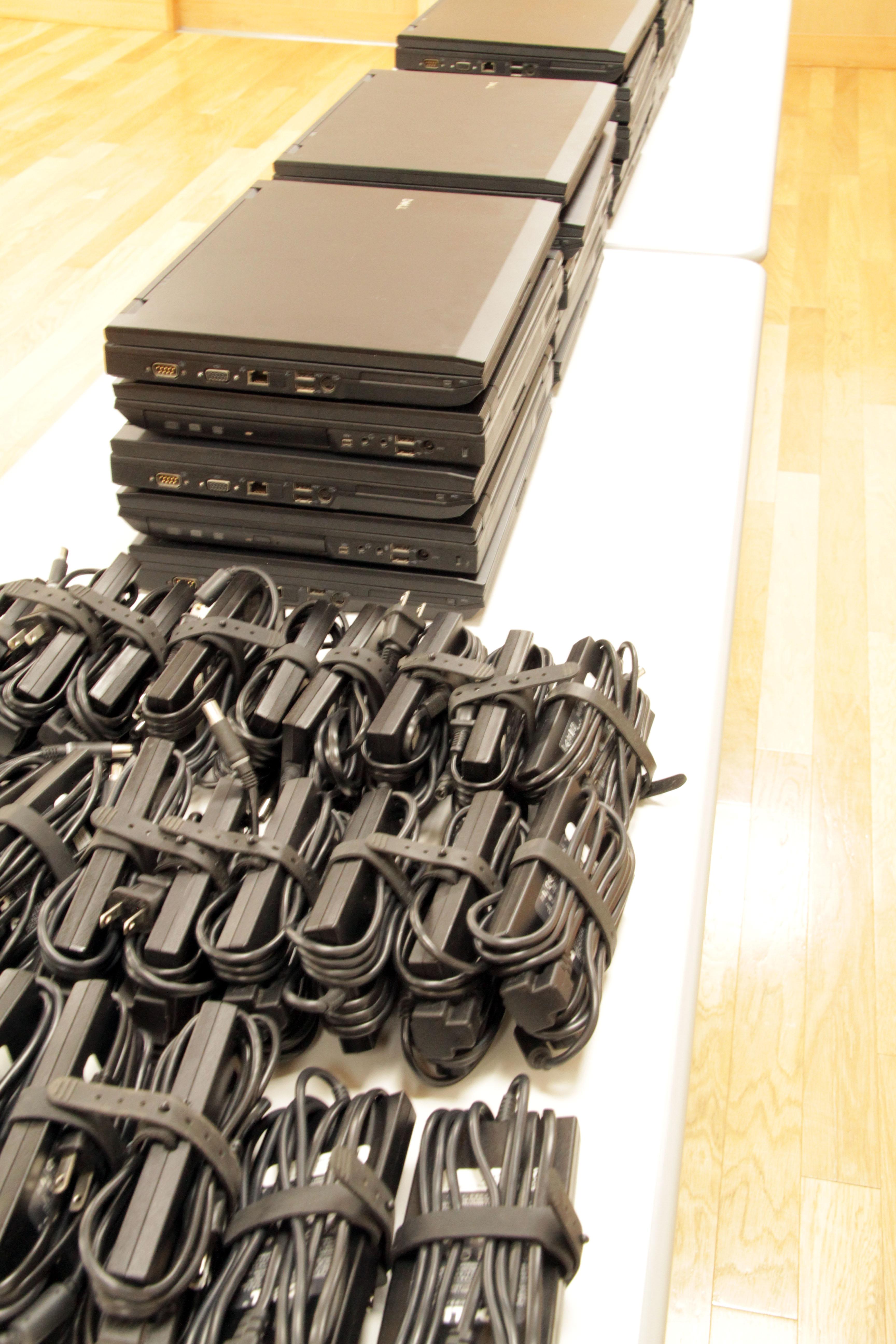 ノートPCを年内でトータル96台寄贈します