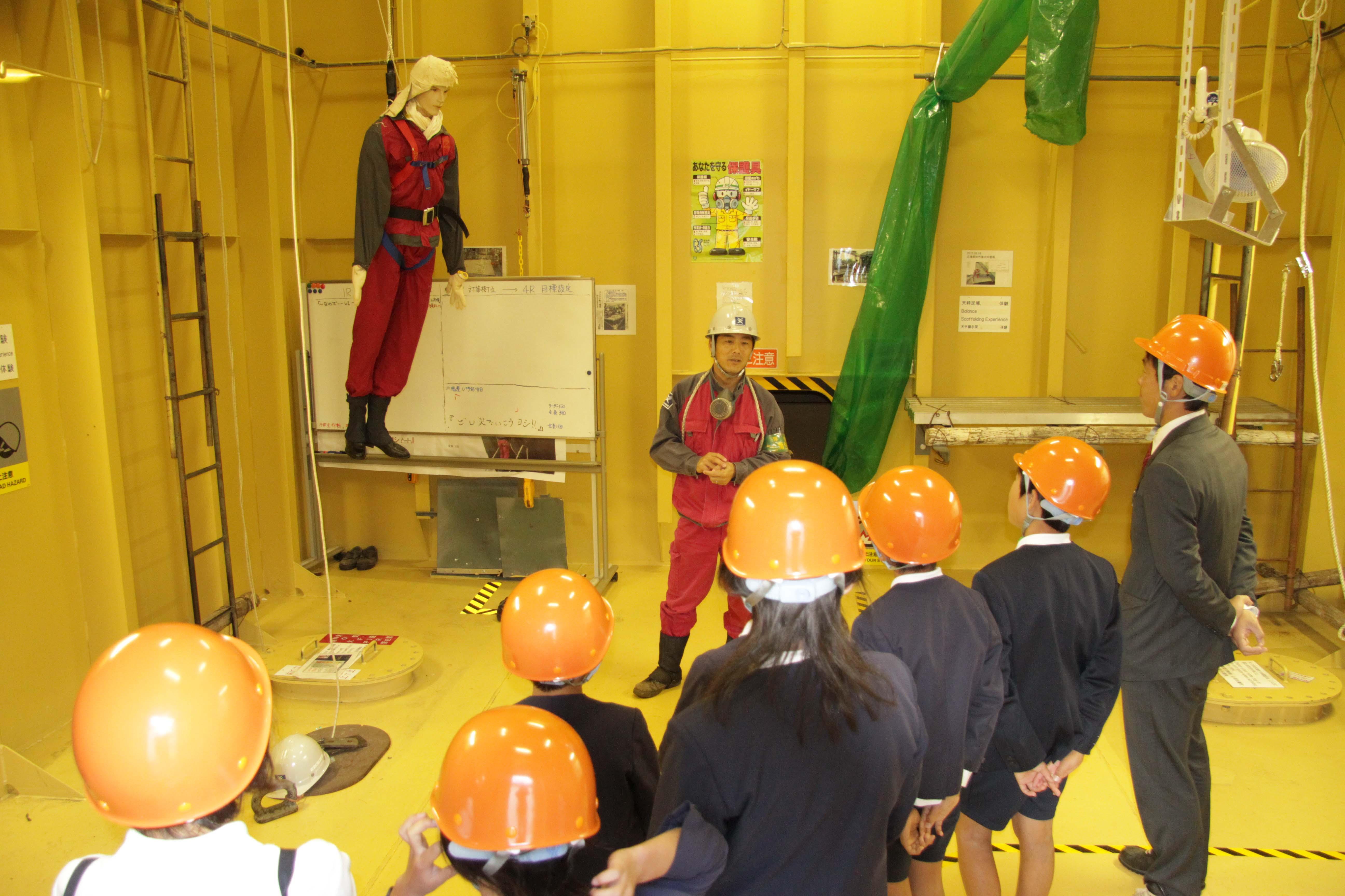 ものづくりを伝える常石造船工場見学会実施。福山市の小学生5年生を招待~ツネイシみらい財団