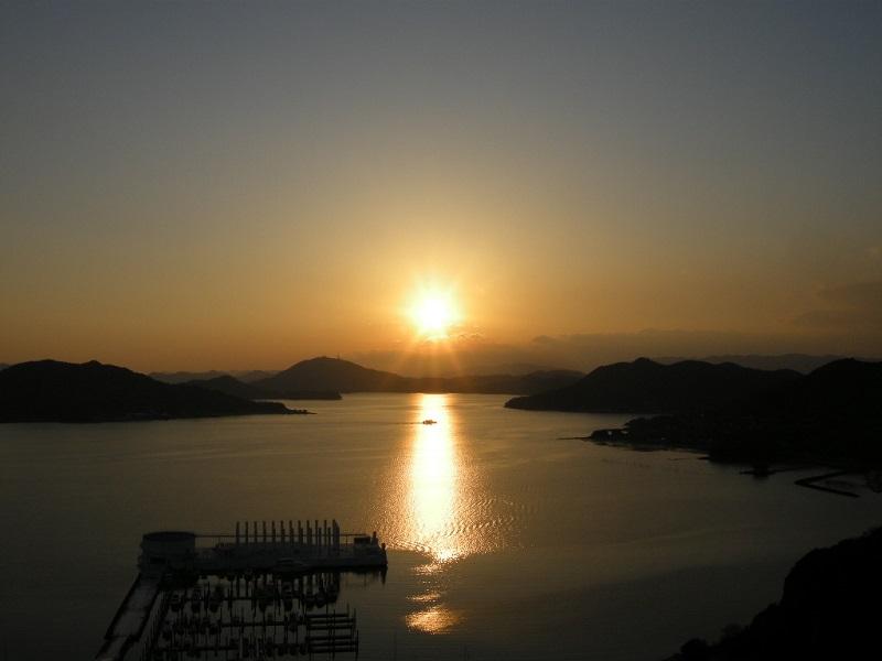 ノスタルジックな美しい夕日
