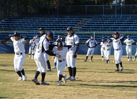 2015年1月17日に第2回ツネイシベースボールクリニック(小学生対象の野球教室)を開催~ツネイシ硬式野球部