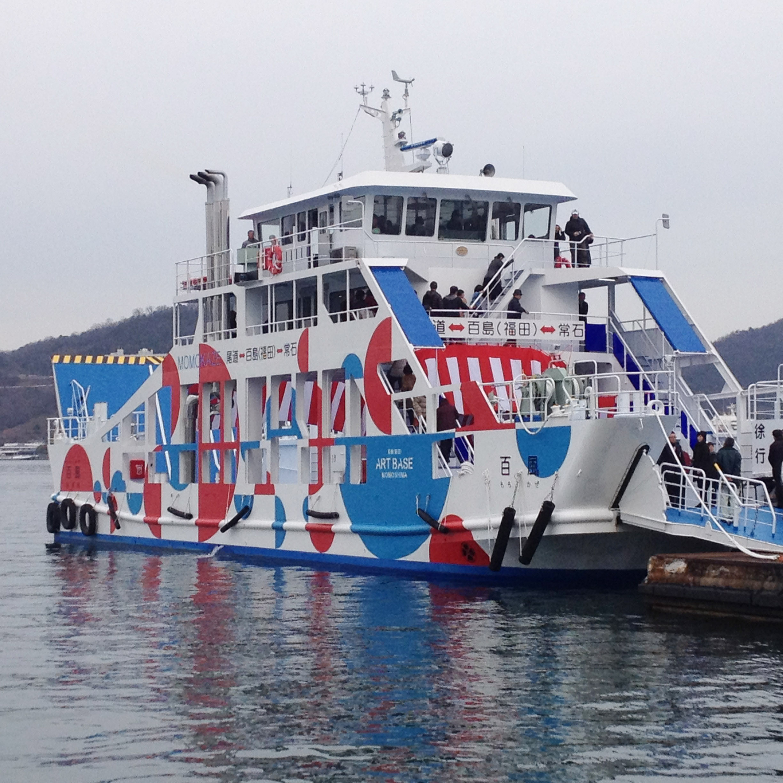 船体のブルーと赤は、瀬戸内の海、風、太陽をイメージ