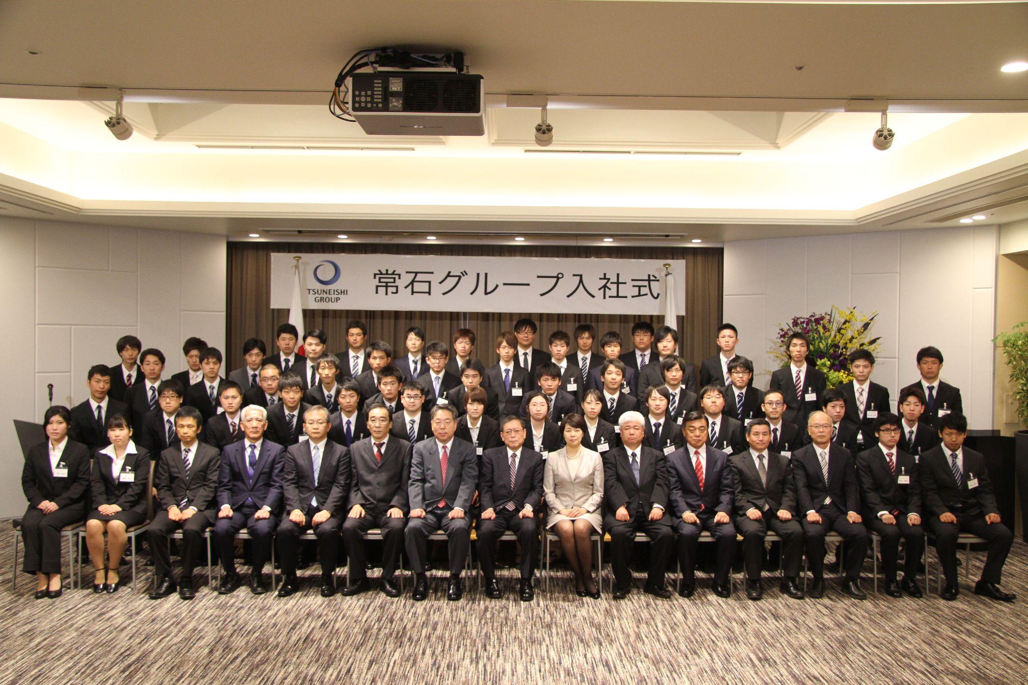 2015年度常石グループ入社式、52人の新入社員が希望を胸に出航!