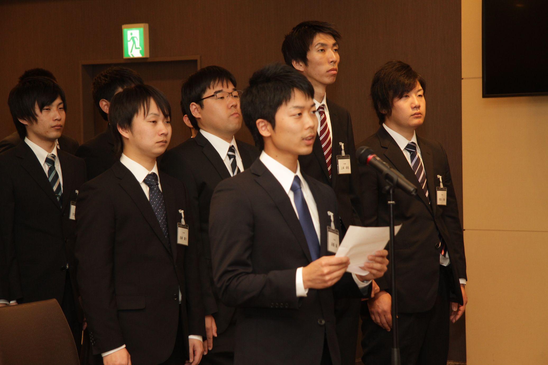 新入社員代表、常石造船の高橋誠さん答辞