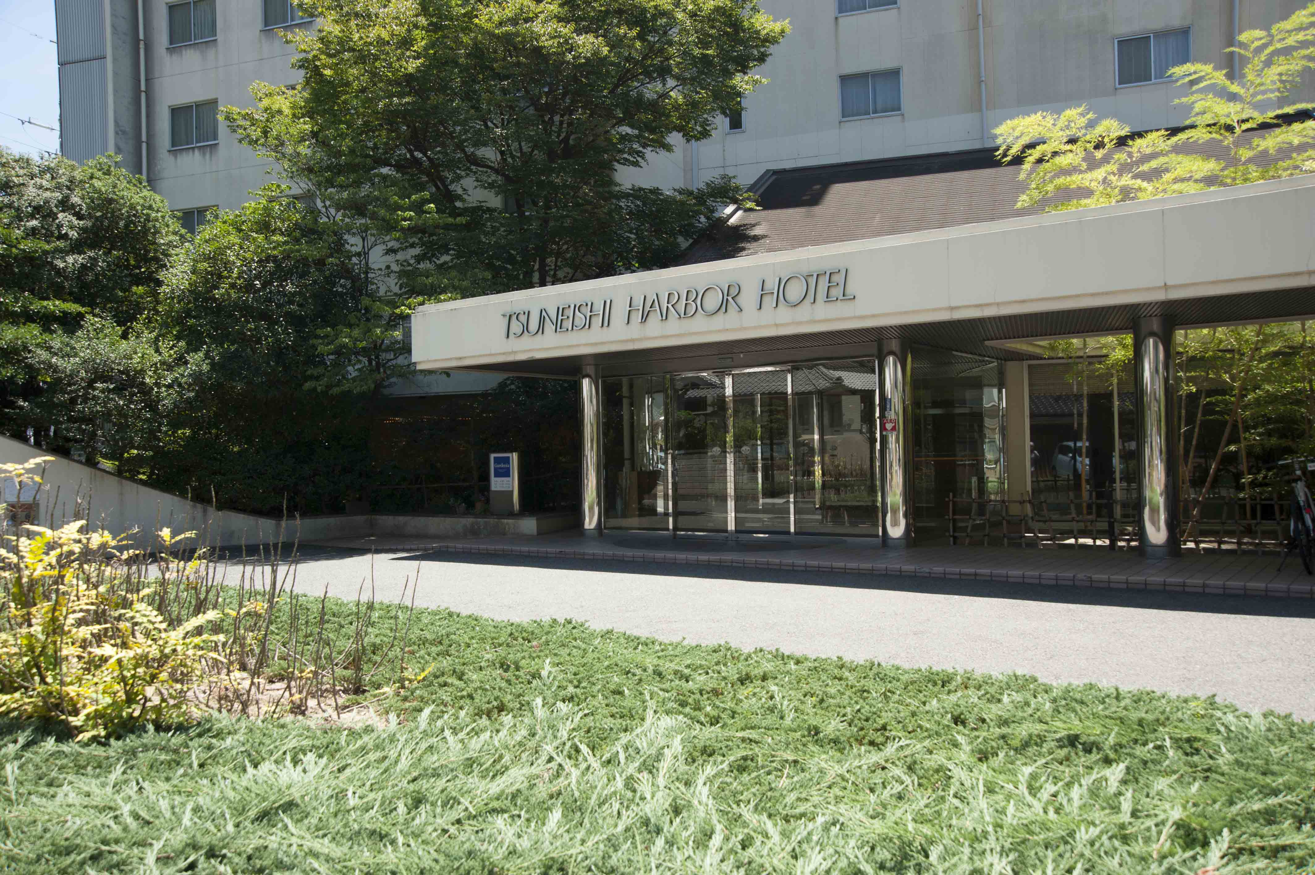"""造船所に隣接するホテル""""常石ハーバーホテル"""""""