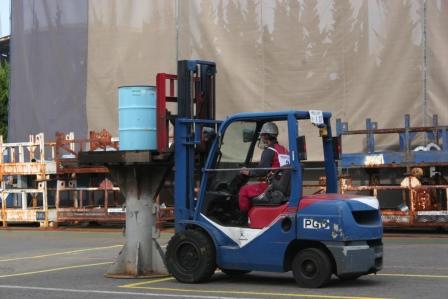 常石工場:フォークリフト運転競技