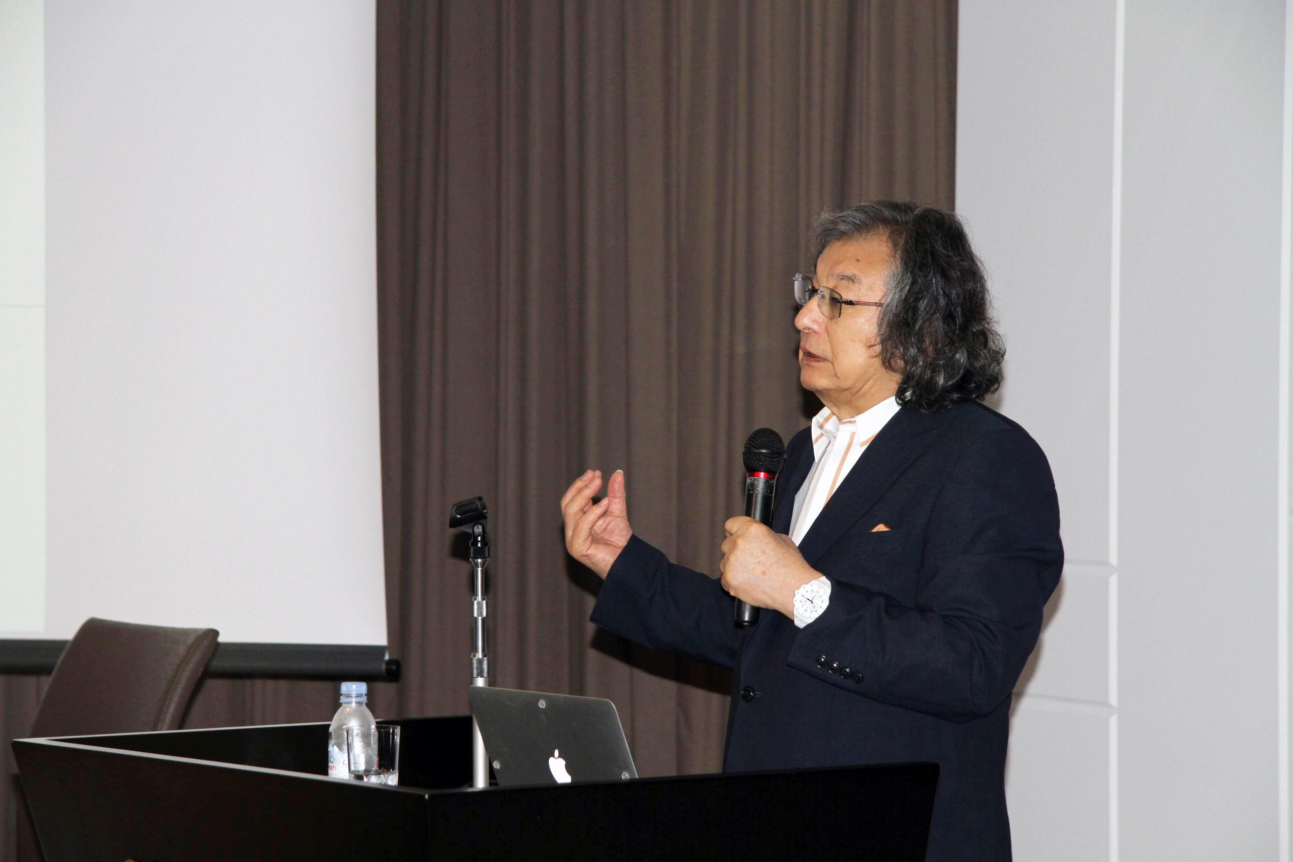 第4回常石CSV講演会「デザインの力~なぜ成功する企業はデザインにこだわるのか~」をテーマにPAOS代表 中西元男氏が講演