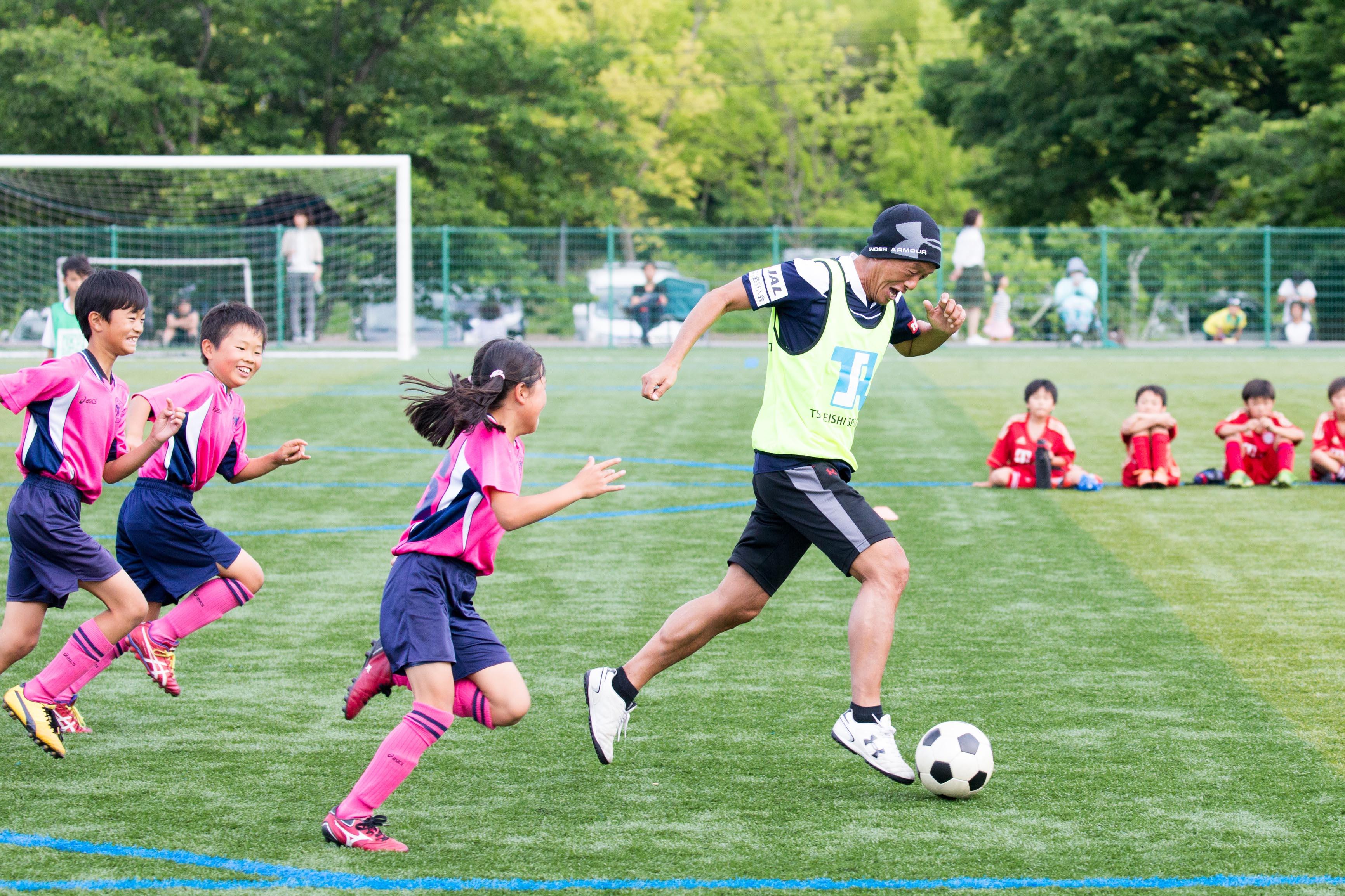 ツネイシ・スポーツアクト「トップアスリート招聘」イベント第3弾。金田喜稔さんによるサッカークリニックを開催