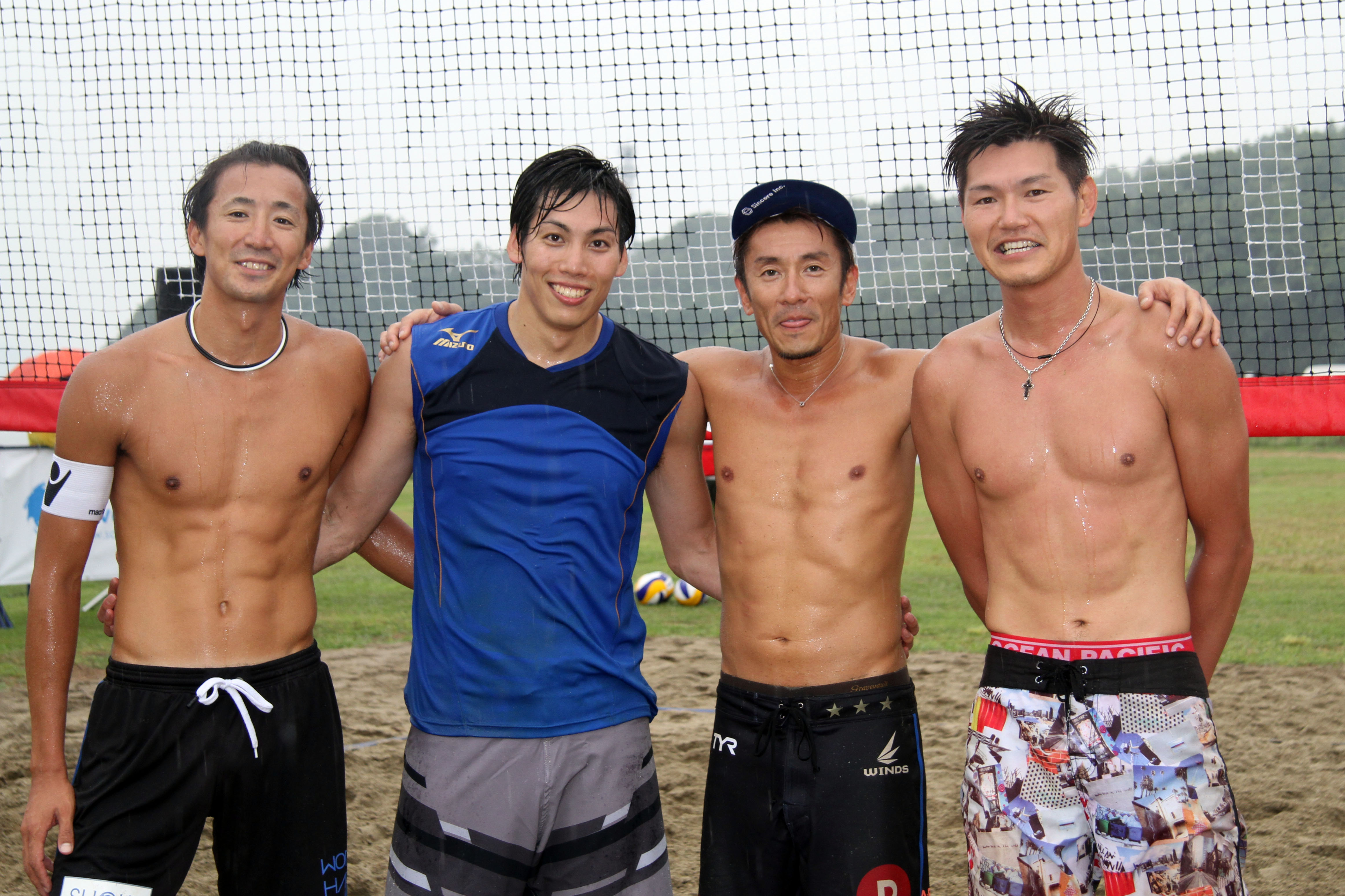 左から)上場選手、越川選手、西村選手、直弘選手