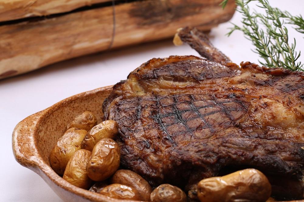 芳醇な香りと旨味をもつ、ダイナミックな肉料理(イメージ)