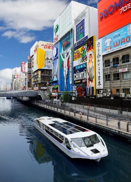 大阪道頓堀を航行する電気推進旅客船《あまのかわ》