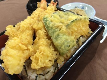 大海老が2本ものった「大海老と浦崎野菜の天重」1,000円