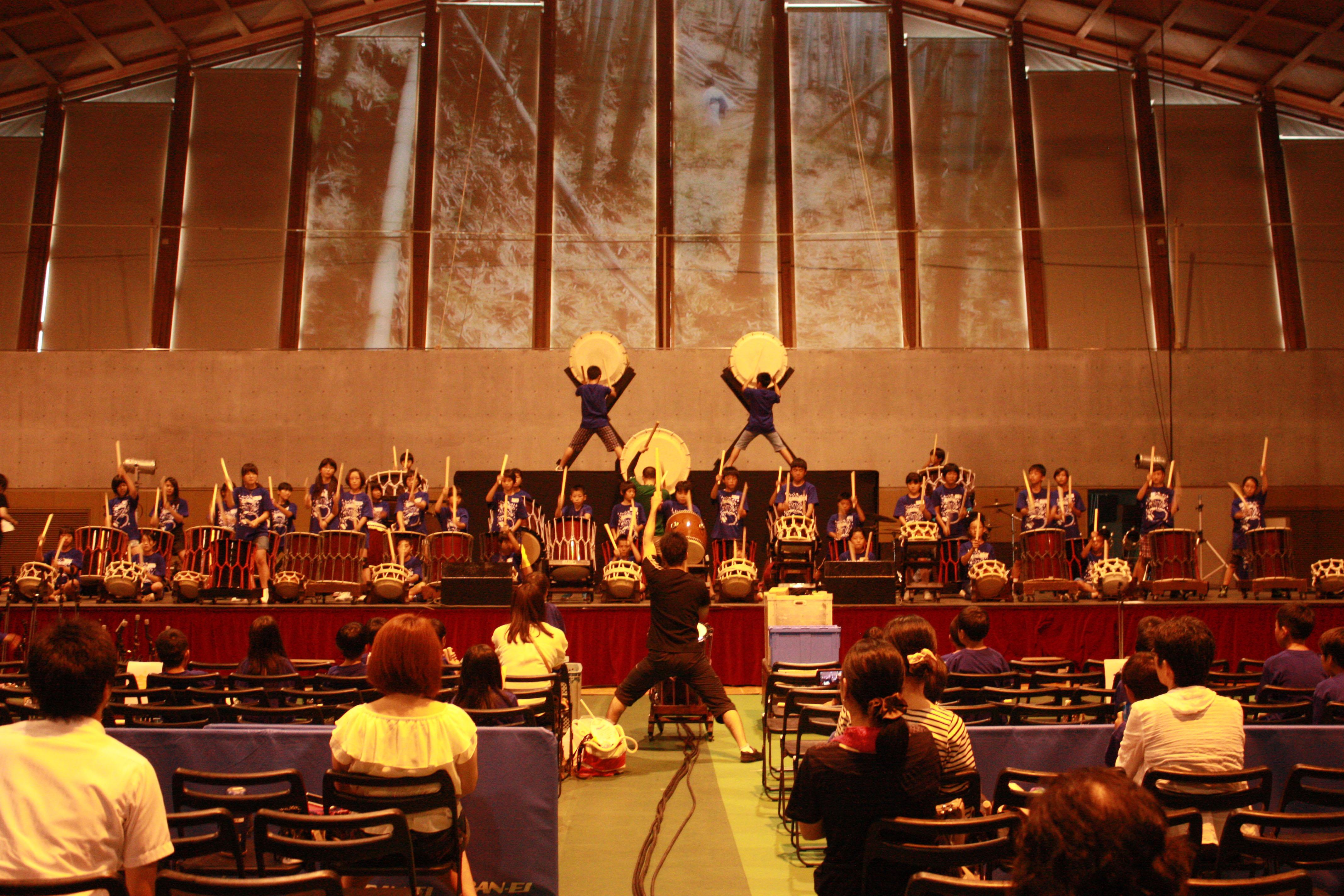 「和太鼓コンサート リハーサル見学・演奏体験イベント」93人の子どもたちが打楽器の迫力演奏体験~ツネイシみらい財団