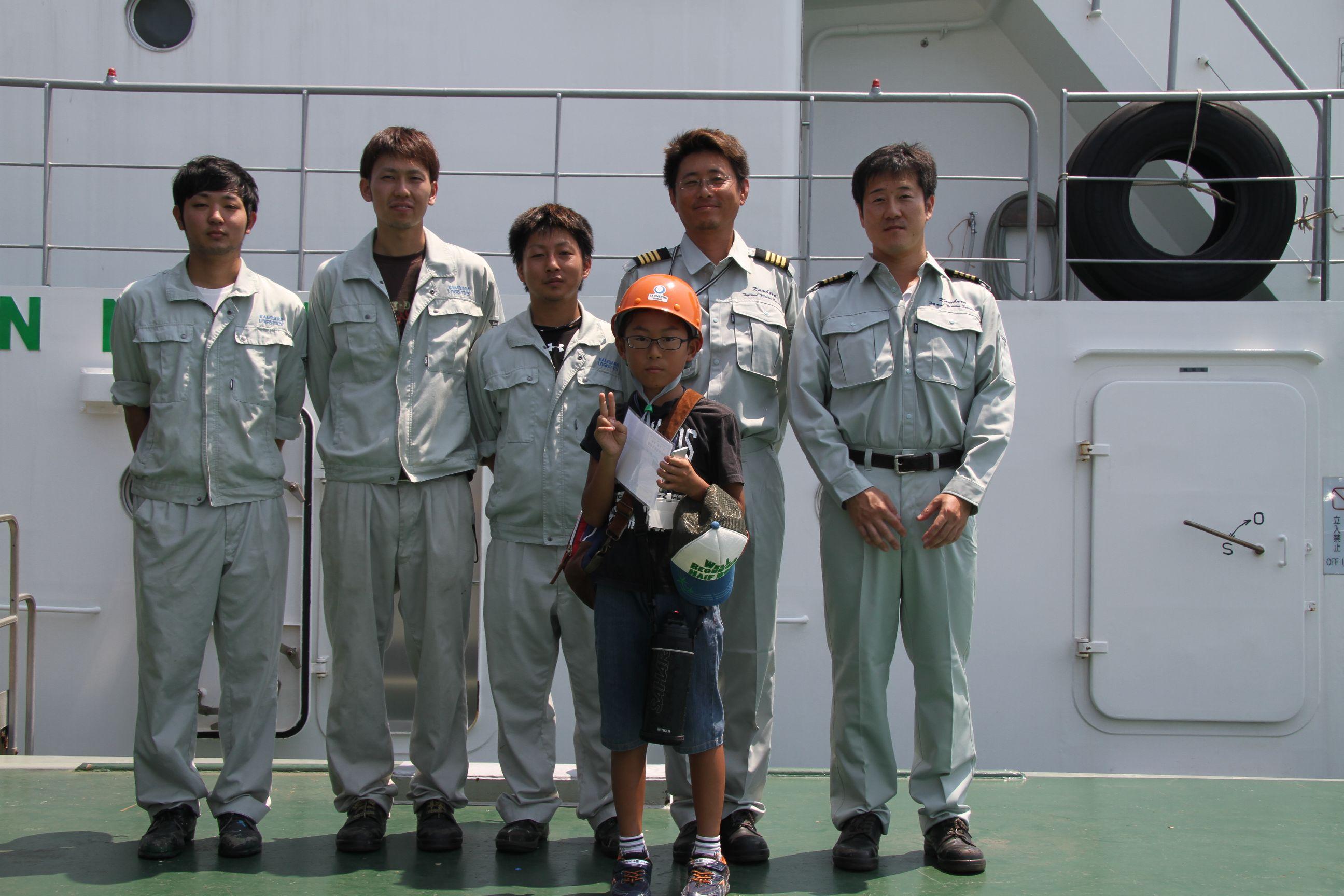 鳳神丸の船長たちと記念撮影