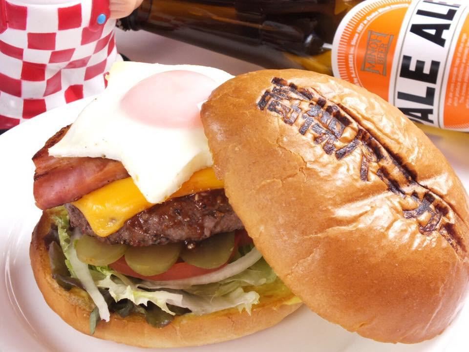 大阪・高槻スペシャルバーガー)関西の人気バーガー店が集まる京都バーガーグランプリ1位の逸品。