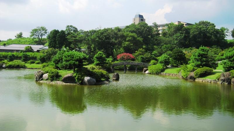四季折々の花で彩られる日本庭園