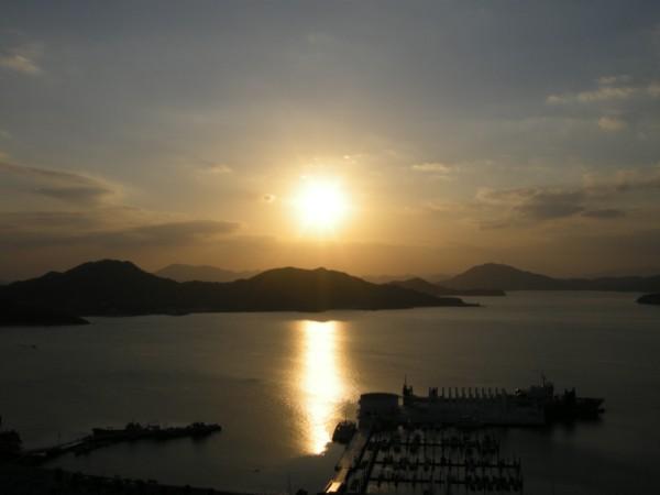 ノスタルジックな美しい夕景(イメージ)