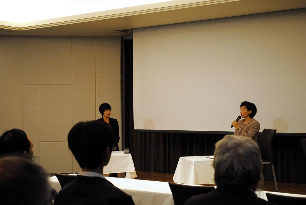 講演に引き続き、ツネイシホールディングス末松弥奈子代表取締役専務との対談