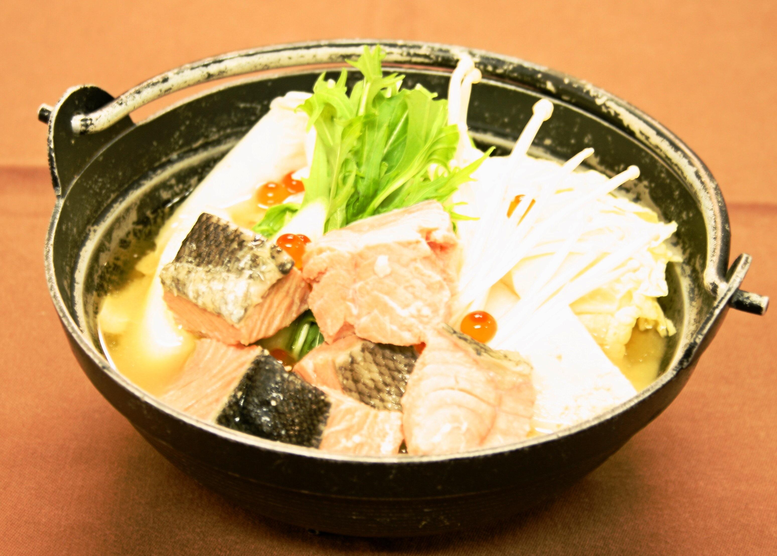 白みそでほっこり。鮭たっぷりの「石狩鍋」680円