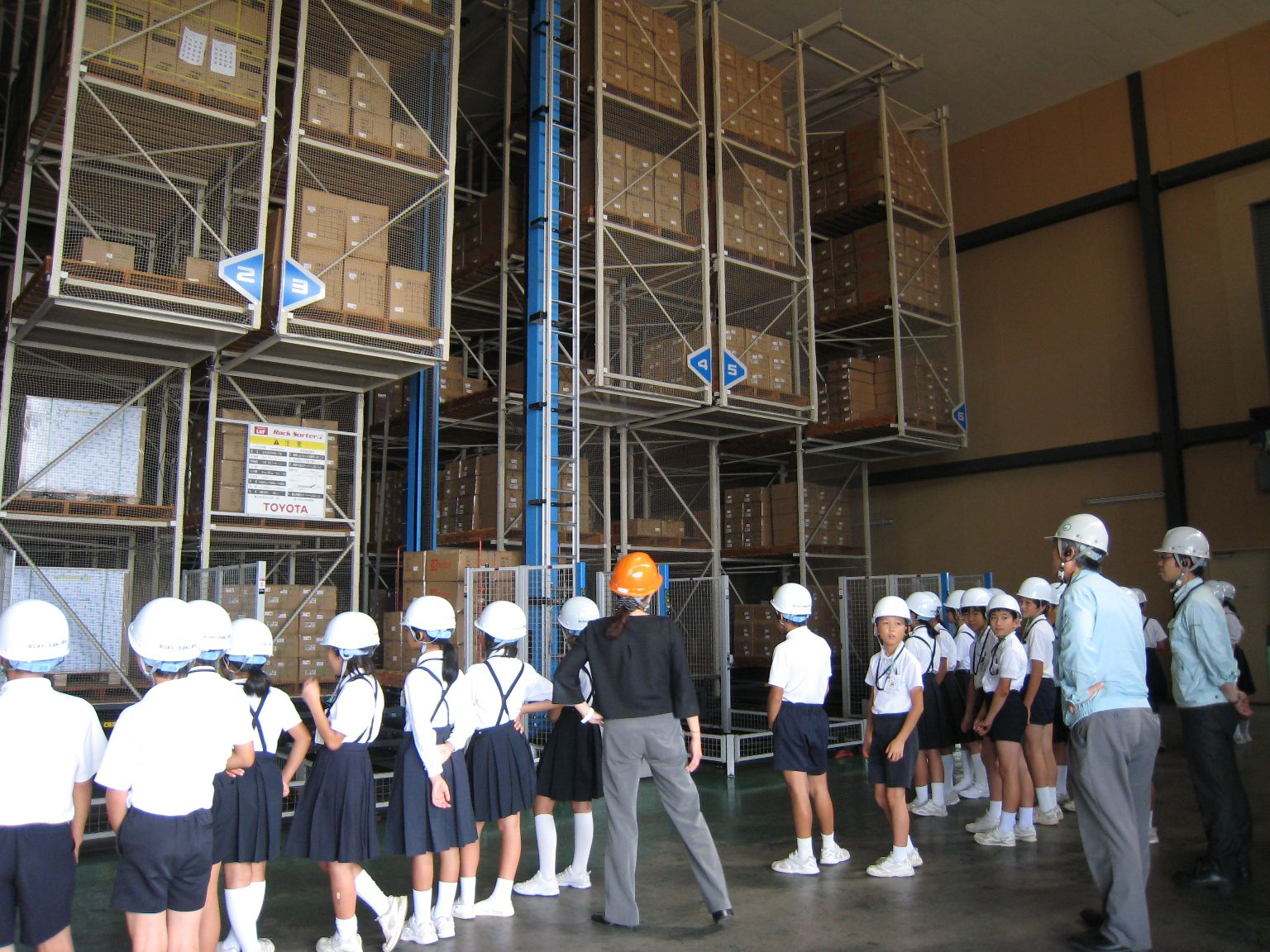 神原汽船福山物流センターの倉庫を見学