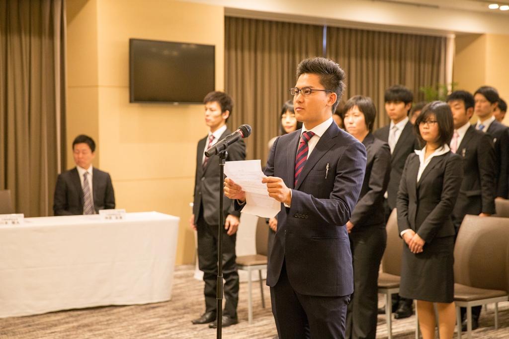 新入社員代表、常石造船入社の斉藤さん答辞