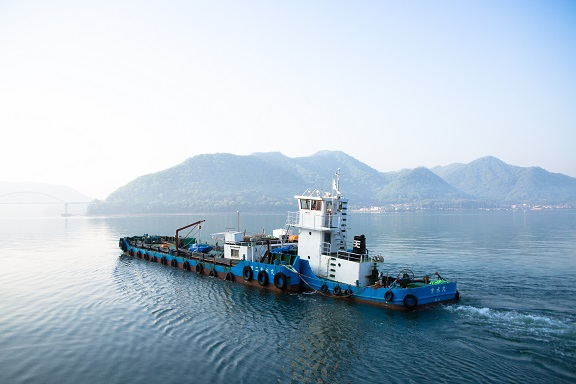 常石造船が走島で発生した送水管切断事故で給水を支援