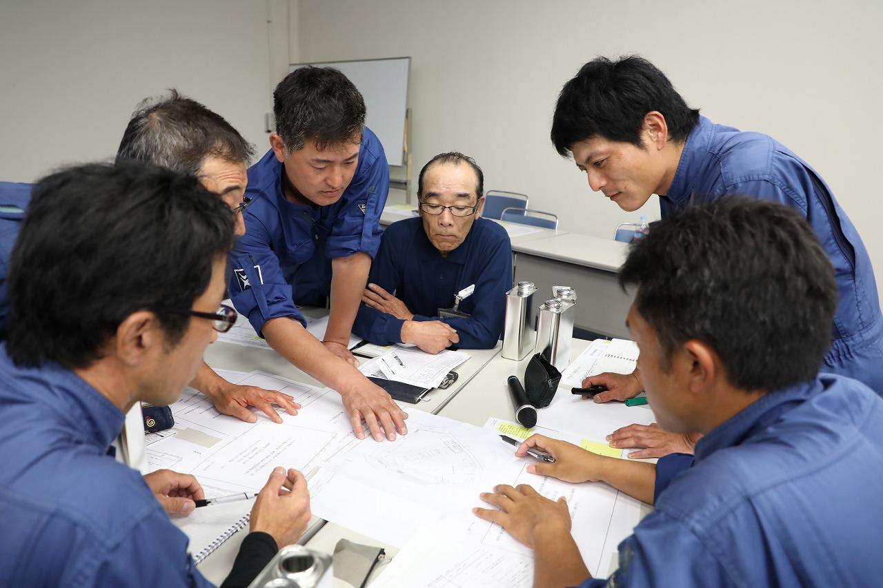 訓練問題に取り組む参加メンバー(2)