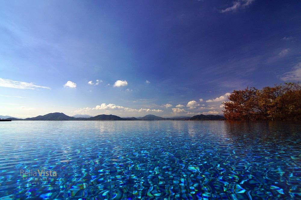 海と一つになる「インフィニティプール」