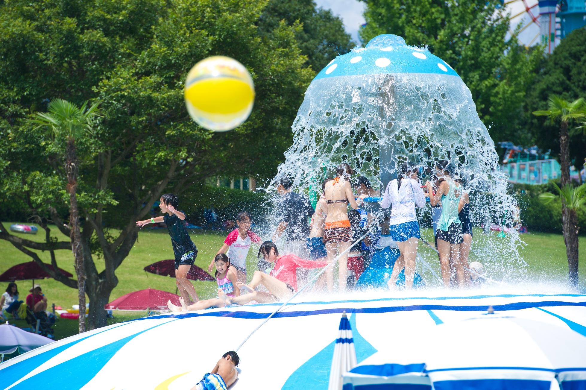 みろくの里・夏のレジャープール本日(7/15)オープン!西日本唯一のシャワードームと3種のスライダーと遊び方は自由!