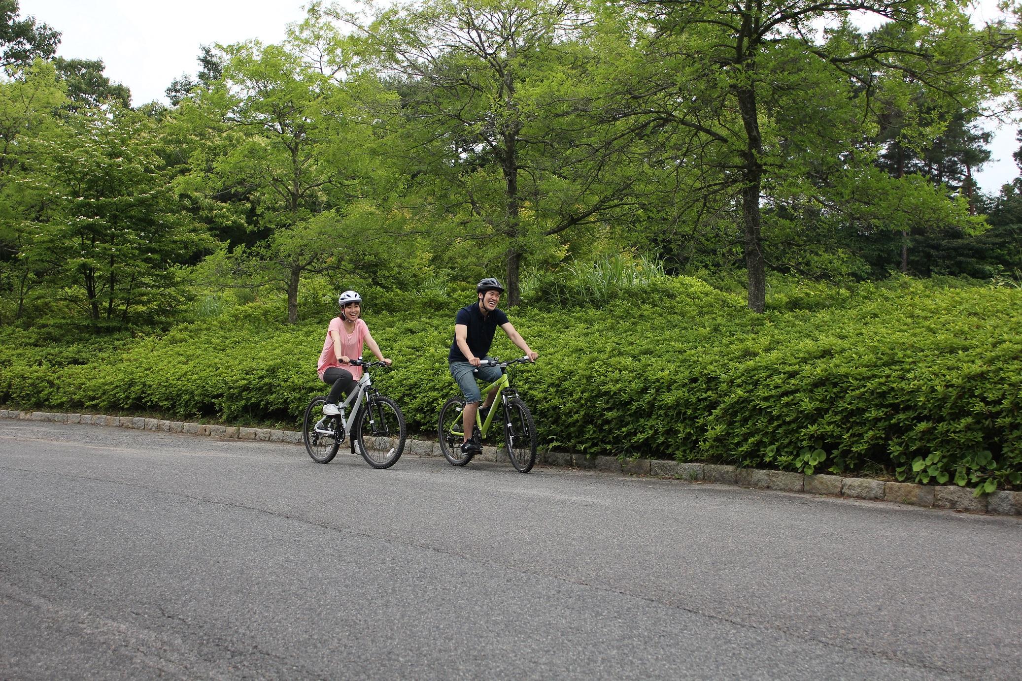 清々しい空気の中でサイクリングや森林浴も