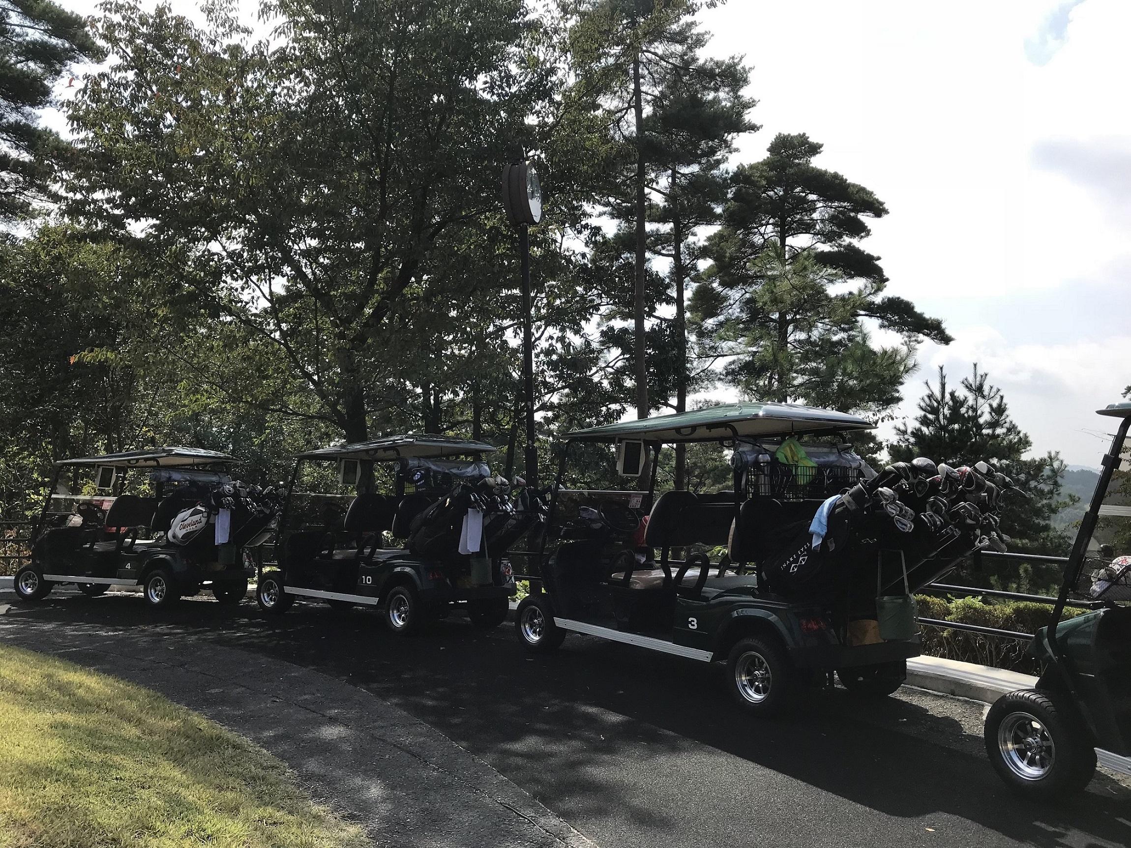 EVゴルフカートにより、プレー中の会話を楽しみながらの快適な移動とスムーズな運行管理