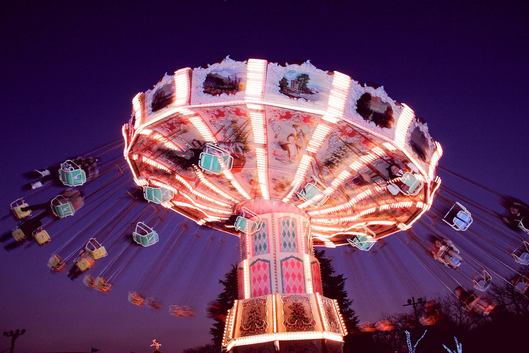 遊園地ならではの見て・乗って・楽しいアクティブなイルミネーション体験