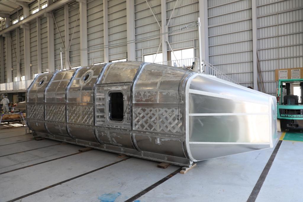 建造中のアルミ浮揚型津波シェルター