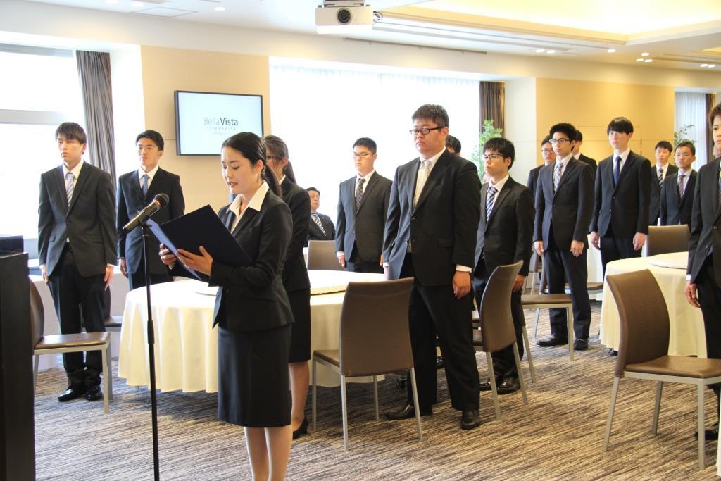 新入社員を代表して答辞を述べたツネイシホールディングス入社の織田薫さん