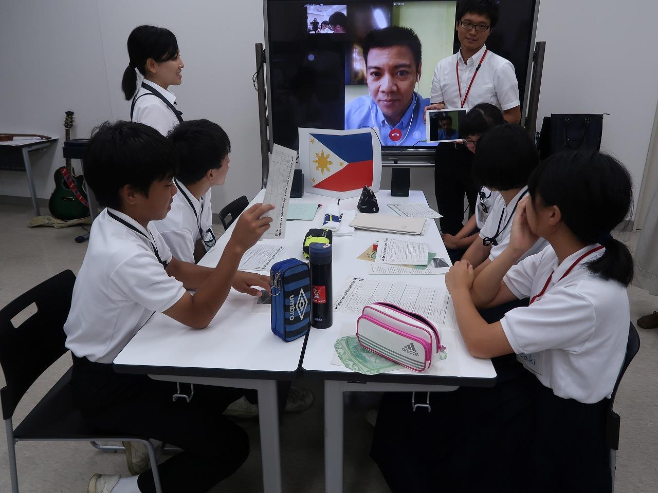 フィリピンの英語講師しているマーク・バレステロスさんと対話学習